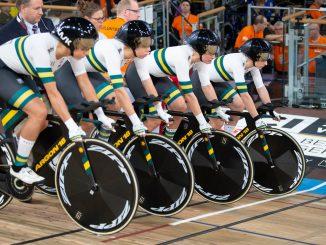 Women's Team Pursuit in the starting blocks