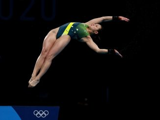 Melissa Wu diving